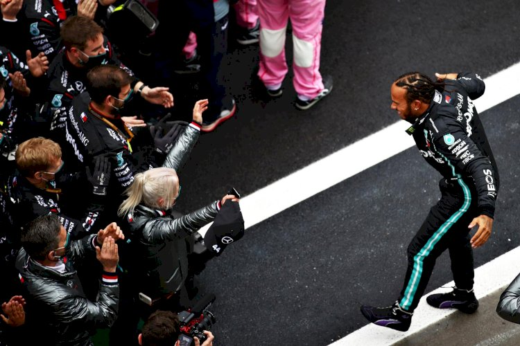 Hamilton clinches record 7th F1 title